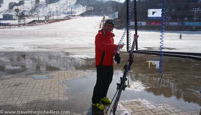 Cleaning skis