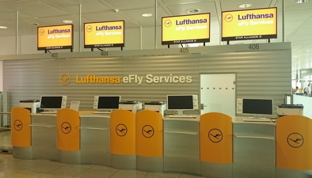 Lufthansa check in desks