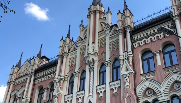 Pastel mansions in Kiev