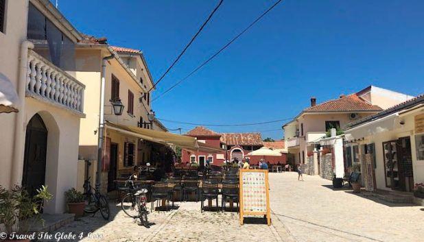 Nin town square