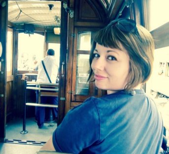 marzia su tram a lisbona nomade digitale Lavorare da remoto da nomadi digitali: