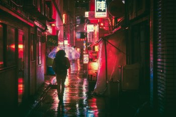 donna ombrello notte luci tokyo traveltherapists