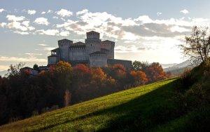vista sul castello di torrechiara