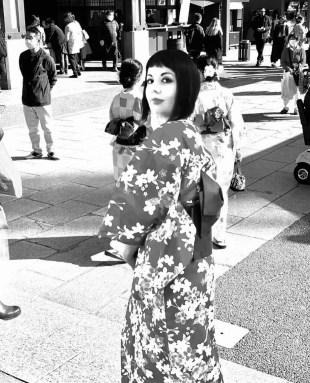 Marzia ad Asakusa Indossare un kimono nel XXI secolo