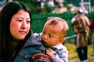 donna bhutanese con bimbo