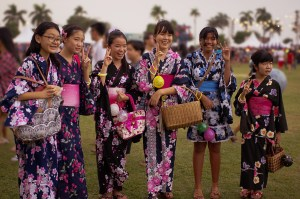 ragazze giapponesi in Kimono per Bon Odori