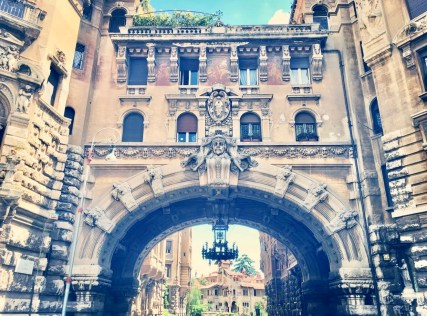 arco quartiere coppedeè baby location palazzo degli ambasciatori traveltherapists