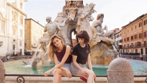 le protagoniste di baby a piazza navona fonte Instagram traveltherapists
