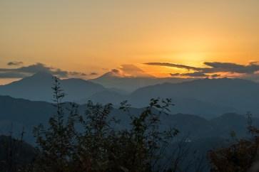 fuji visto dal monte takao traveltherapists