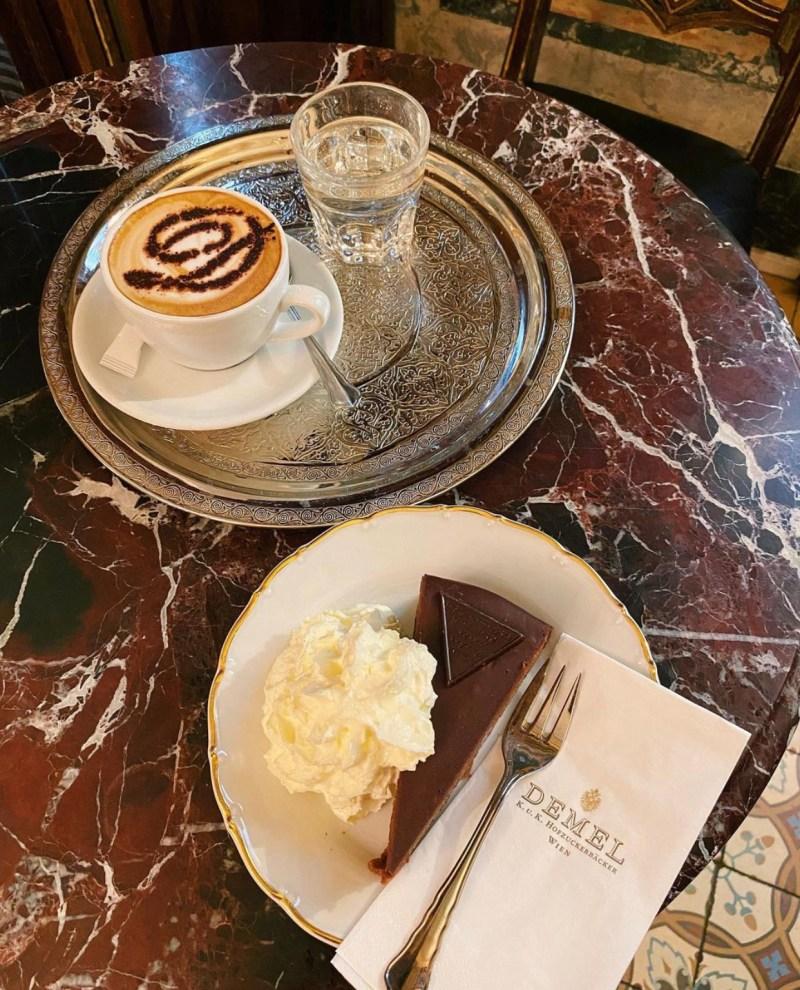 vienna traveltherapists cultura del caffè sachertorte austria. hotel demel