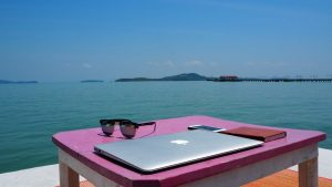 Consigli per nomadi digitali wifi traveltherapists iphone spiaggia
