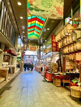 mercato coperto corsia il mio viaggio in giappone nishiki market kyoto traveltherapists miglior blog di viaggio.