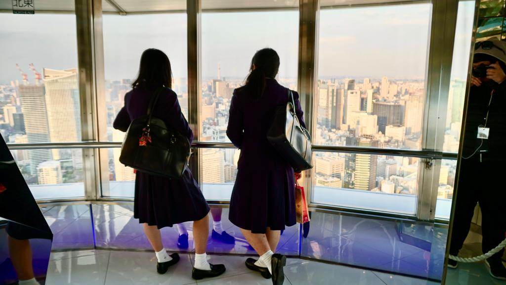 giappone stato emergenza studentesse-giapponesi-tokyo-tower