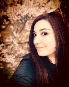 Elina fra i sakura a Tokyo Fioriture record dei ciliegi in Giappone