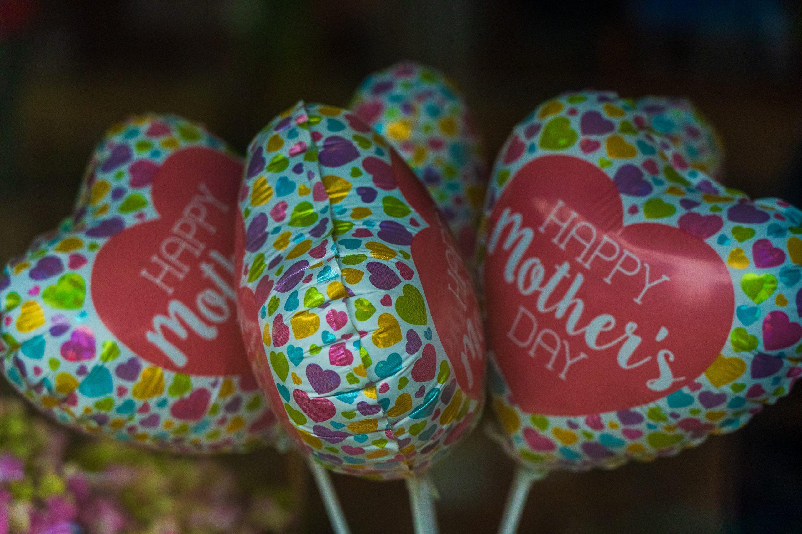 palloncini happy mothers day coloratissimi a forma di cuoricino
