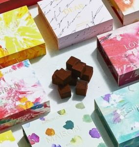 vetrina scatole colorate maison cacao il mio viaggio in giappone traveltherapists miglior blog di viaggio