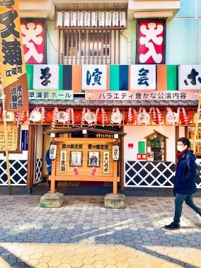 colorato izakaya ad asakusa Storia dell'inchino e altre usanze giapponesi tokyo il mio viaggio in giappone traveltherapists blog giappone miglior blog di viaggio
