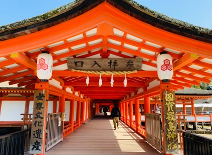 rosso tempio itsukushima shrine miyajima il mio viaggio in giappone Uno dei santuari più antichi del Giappone traveltherapists blog giappone miglior blog di viaggio
