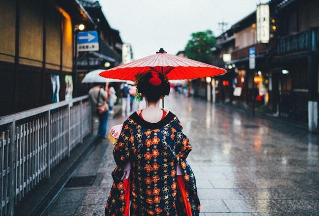 geisha pioggia in giappone il mio viaggio in giappone traveltherapists blog giappone miglior blog di viaggio