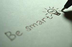 scritta in nero be smart traveltherapists Come scoprire se una persona è davvero intelligente