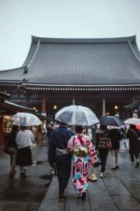 sensoji pioggia in giappone il mio viaggio in giappone traveltherapists blog giappone miglior blog di viaggio