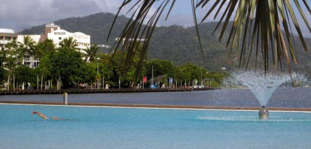 The Esplanade LAGOON has 4800 mt2 of saltwater.