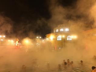 Szechenyi gyogyfurdo hungary hongrie europe citytrip travel blog voyage traveltothemoonandback travel to the moon and back