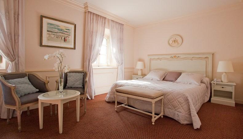 The standard room at La Bastide de Gordes (Image Source: The Leading Hotels of the World / lhw.com)