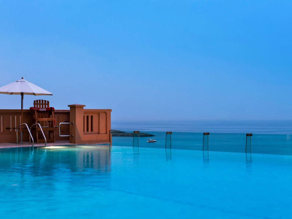 Pool with a beautiful view on the gulf (Image Source: Sofitel Dubai Jumeirah Beach / sofitel.com)