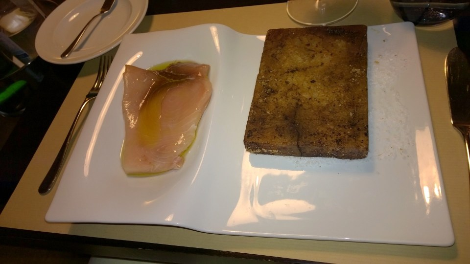 Tuna on the traditional hot stone