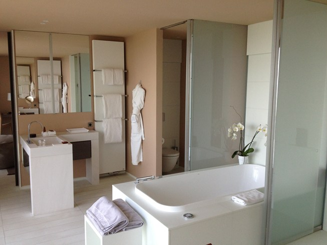 Luxurious bathroom in a Privilege Suite (Image Source: The Leading Hotels of the World / lhw.com)