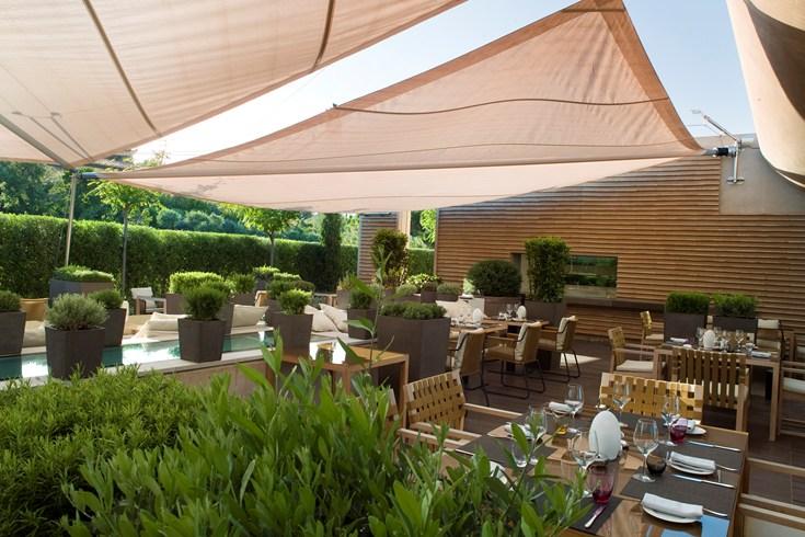 Main restaurant of La Réserve Ramatuelle (Image Source: The Leading Hotels of the World / lhw.com)