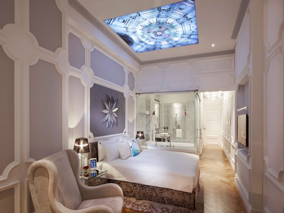 Unique room design (Image Source: Sofitel So Singapore / sofitel.com)