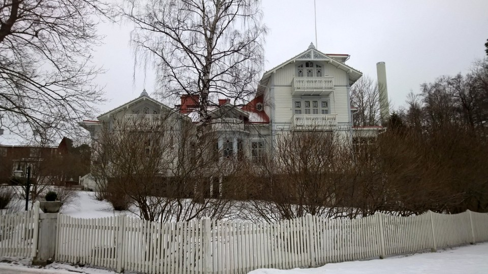 There were several beautiful residences in the area