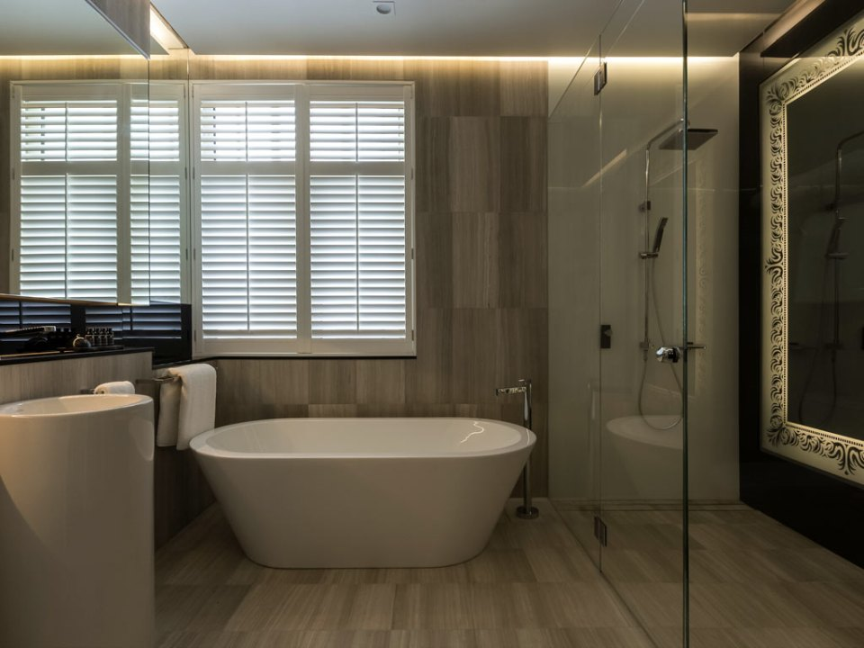 All bathrooms are very luxurious (Image Source: The New Inchcolm Hotel and Suites / mgallery.com)
