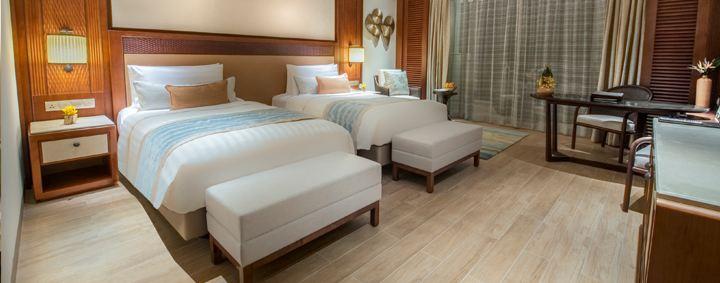 Deluxe Room with twin beds (Image Source: Shangri-La's Sanya Resort / shangri-la.com)