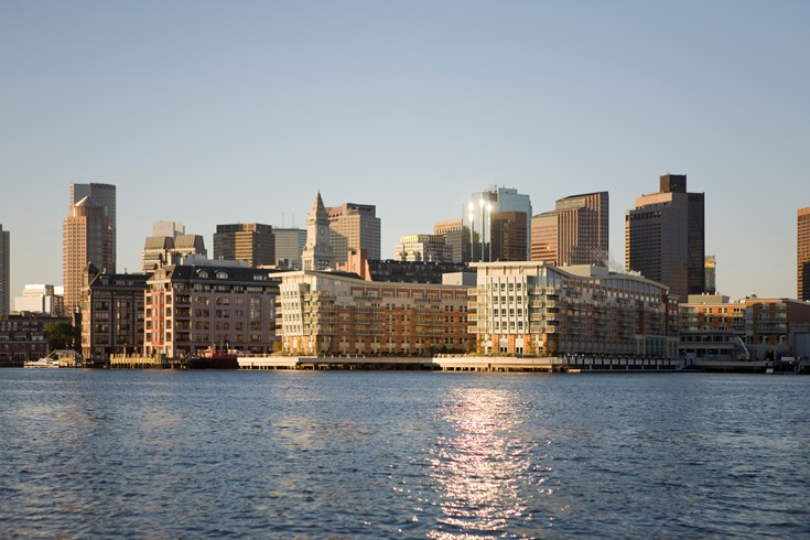 The Battery Wharf Hotel is located right on the waterfront (Image Soruce: The Leading Hotels of the World / lhw.com)
