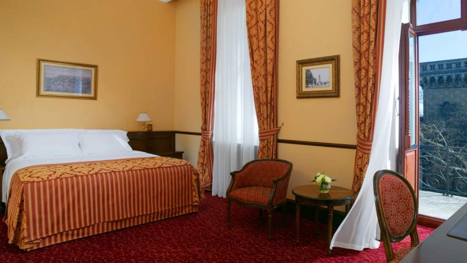 Grand Deluxe Room got a beautiful view (Image Source: Hotel Bristol Odessa / hotelbristolodessa.com)