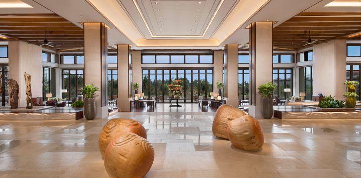 Stunning architecture in the lobby (Image Source: Shangri-La's Sanya Resort / shangri-la.com)