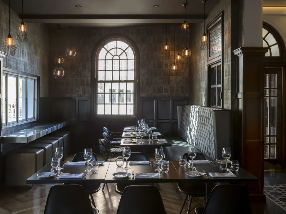 Intimate atmosphere in the restaurant (Image Source: The New Inchcolm Hotel and Suites / mgallery.com)