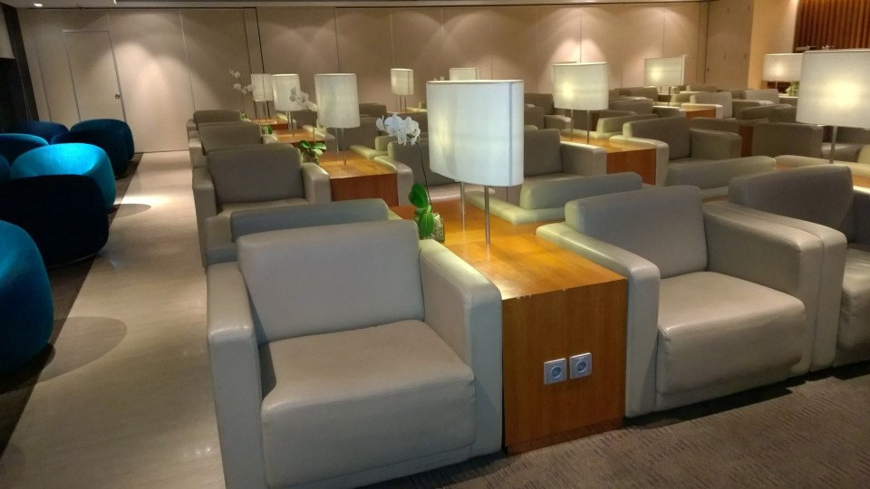 There are hundreds of loungers available at the Garuda Lounge in Jakarta