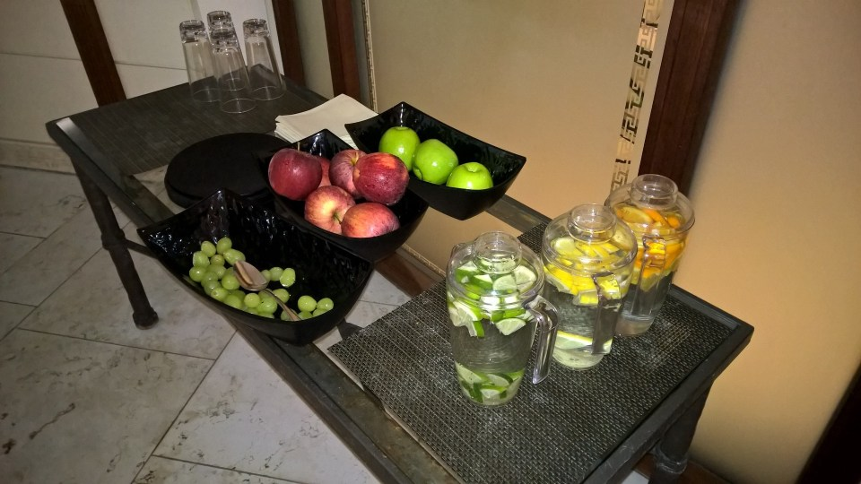 In the Spa of the Adlon, fruits and tasty water are awaiting you