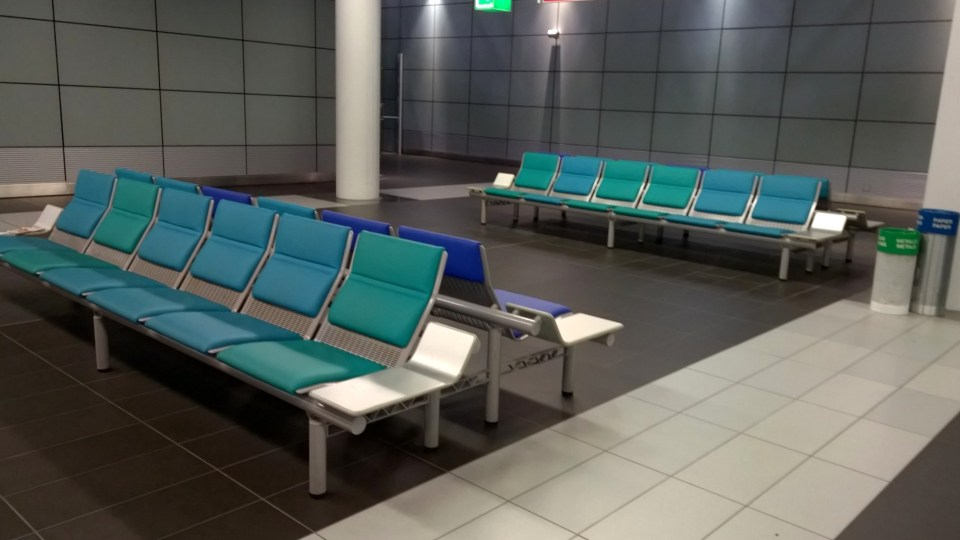 Rarely inviting for a good night sleep: The waiting area at Dresden Airport