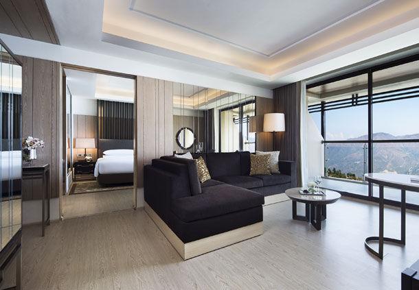 Executive Suite (Image Source: JW Marriott Mussooire Walnut Grove Resort / marriott.com)