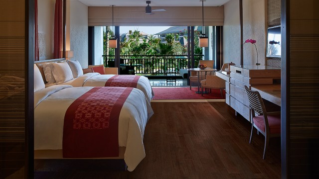 Small suites are available with twin beds as well (Image Source: The Ritz-Carlton Bali / ritzcarlton.com)