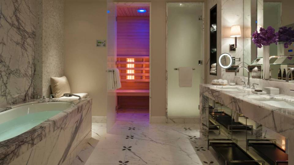 Grand Premier Suite Bathroom (Image Source: Four Seasons Moscow / fourseasons.com)