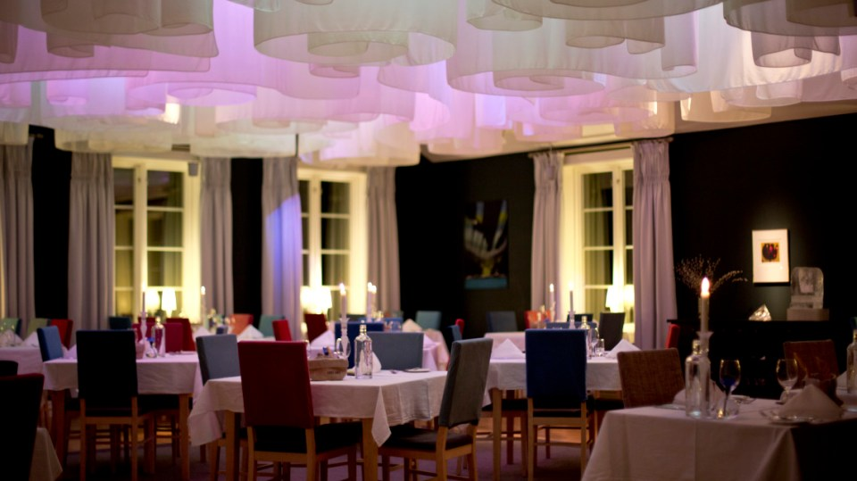 Icehotel Restaurant (Image Source: Icehotel / icehotel.com)