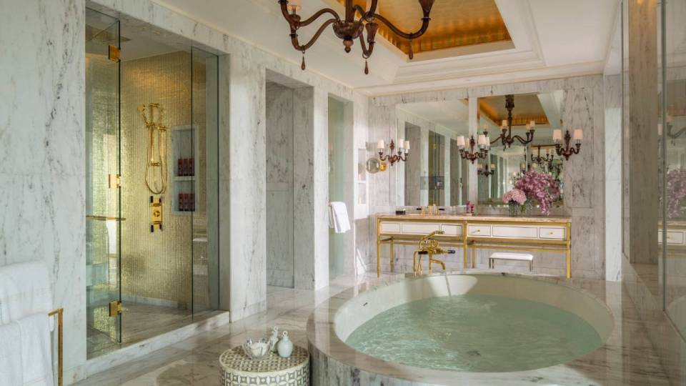 Royal Suite Bathroom (Image Source: Four Seasons Dubai / fourseasons.com)