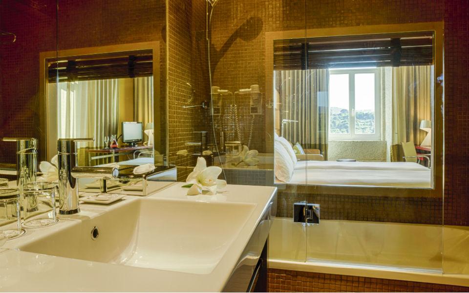 Bathroom (Image Source: Pousada do Porto / pousadas.pt)