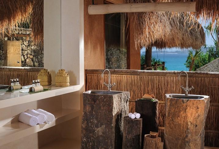 Ratu Villa Wamoro Bathroom (Image Source: Nihiwatu / nihiwatu.com)